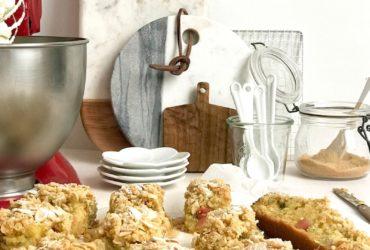 La rhubarbe irrésistible grâce à la recette du crumb cake !