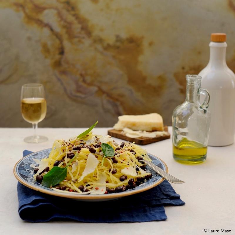 labelaure blog culinaire photo culinaire recette courge spaghetti huile d'olive copeaux parmesan haricots noirs