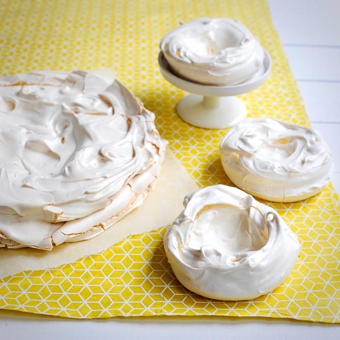 labelaure photographe culinaire food stylist recette pavlova inclusions aromatiques fraise menthe douce noisettes du midi doucet