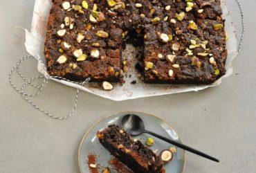 Le brownie chic aux noisettes, pistaches et pignons de pin