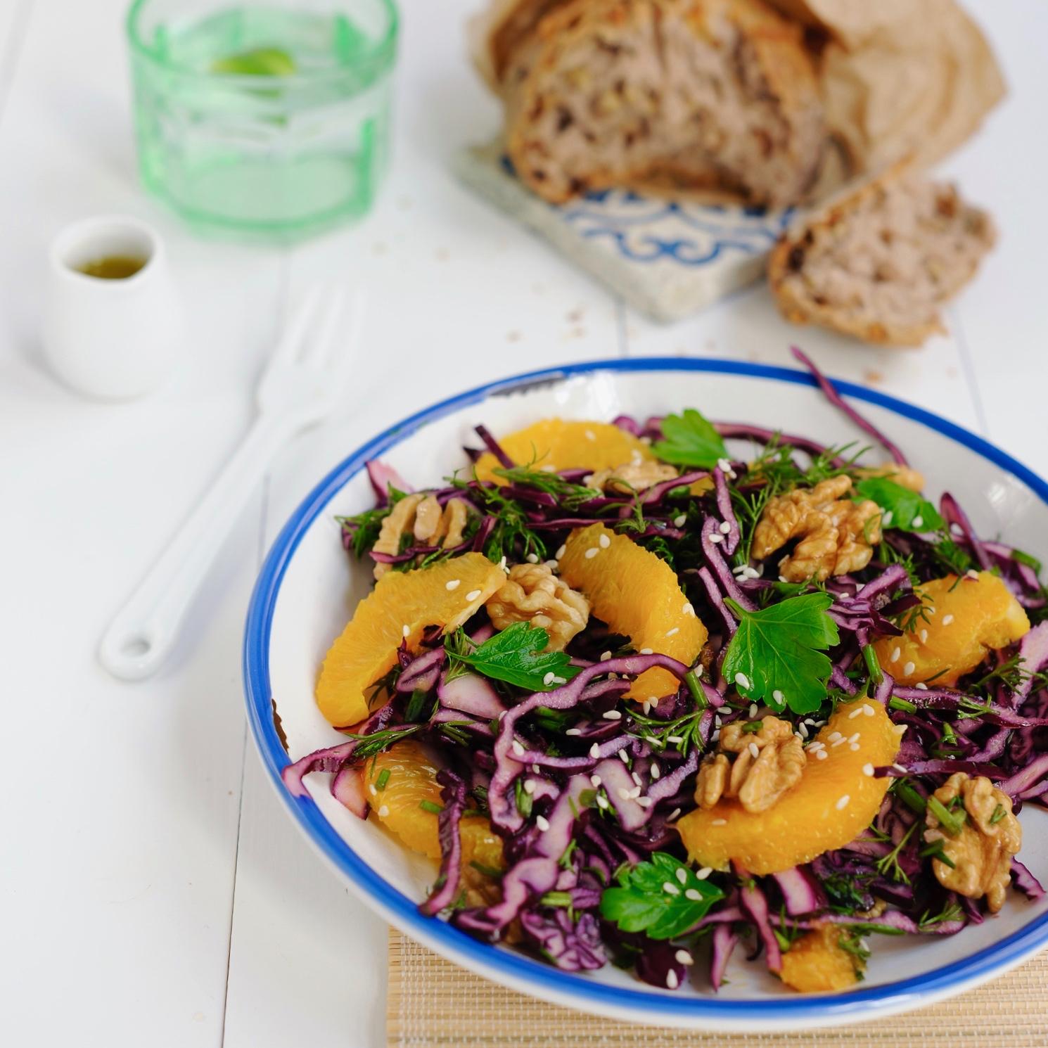 labelaure blog culinaire photographe culinaire création recette salade simplisme chou rouge orange noix